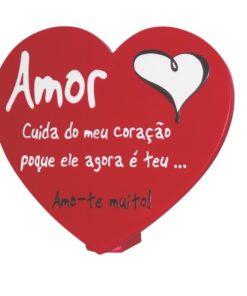 """Placa em Coração """"Amor Cuida do Meu Coração"""""""
