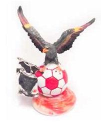 Estátua do Benfica de Águia em Bola